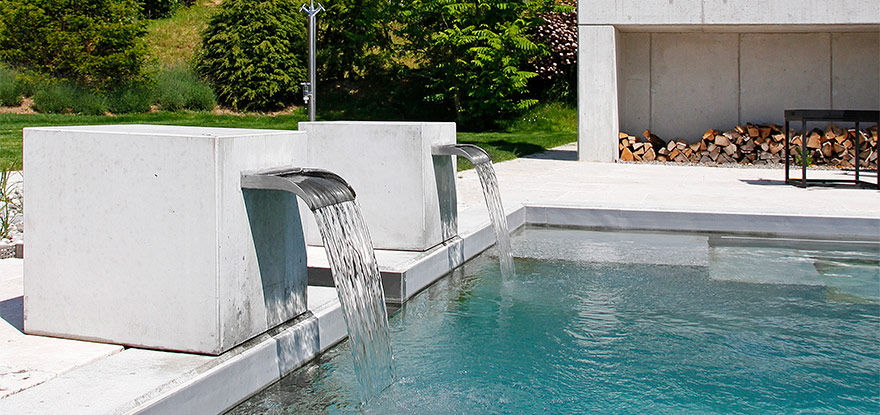 schwimmteich bau vom swimmingpool zum schwimmteich der bau eines teichs im garten. Black Bedroom Furniture Sets. Home Design Ideas