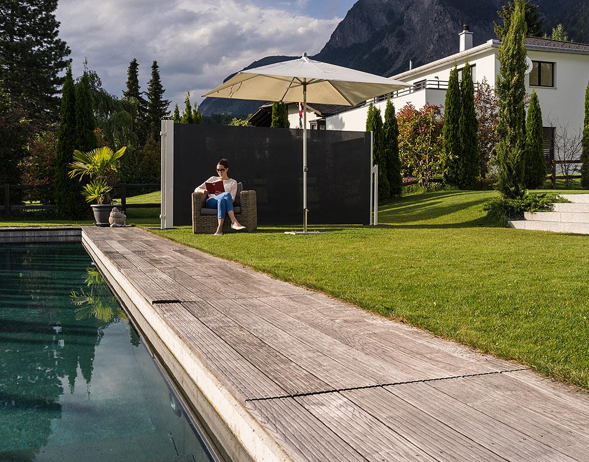Sichtschutz und Windschutz am Pool